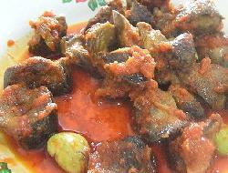 Bifes de hígado con salsa de tomate