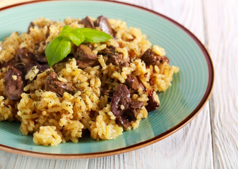 Guiso de hígado con arroz