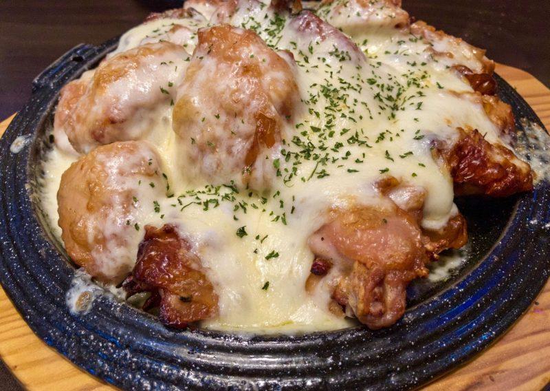 Pollo con salsa de quesos