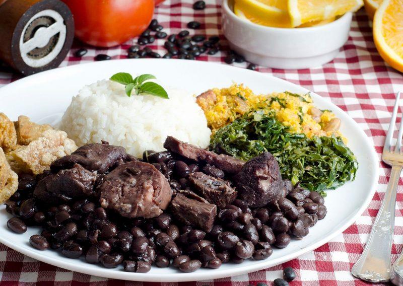 Feijoada comida típica de Brasil