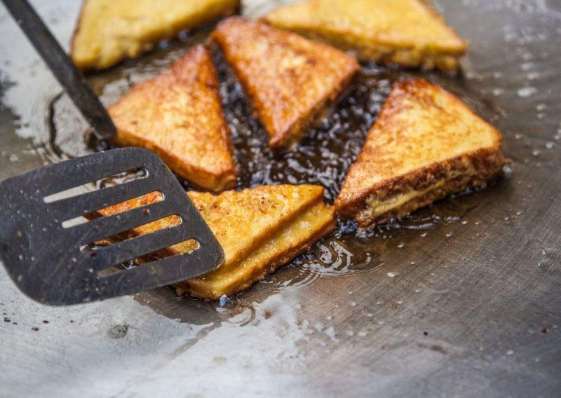 Emparedados fritos de jamón y queso
