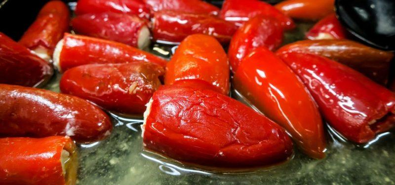 Chiles jalapeños rellenos de carne